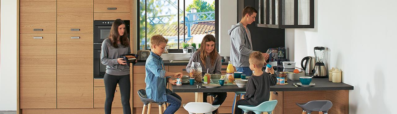 am nagez une cuisine ouverte adoptez une cuisine pratique et conviviale meubloth rapie. Black Bedroom Furniture Sets. Home Design Ideas