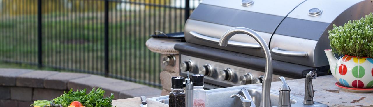 La cuisine outdoor pour des déjeuners en plein air