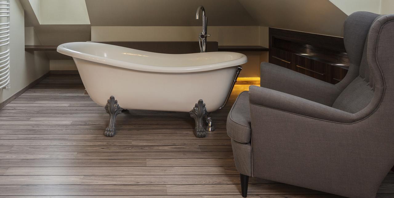Une salle de bain rétro et vintage
